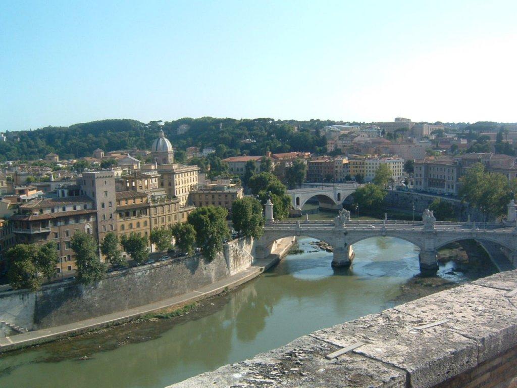 イタリア旅行(いつまでに予約する?)