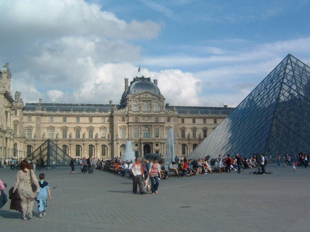 パリ観光 夕方以降は空いていた