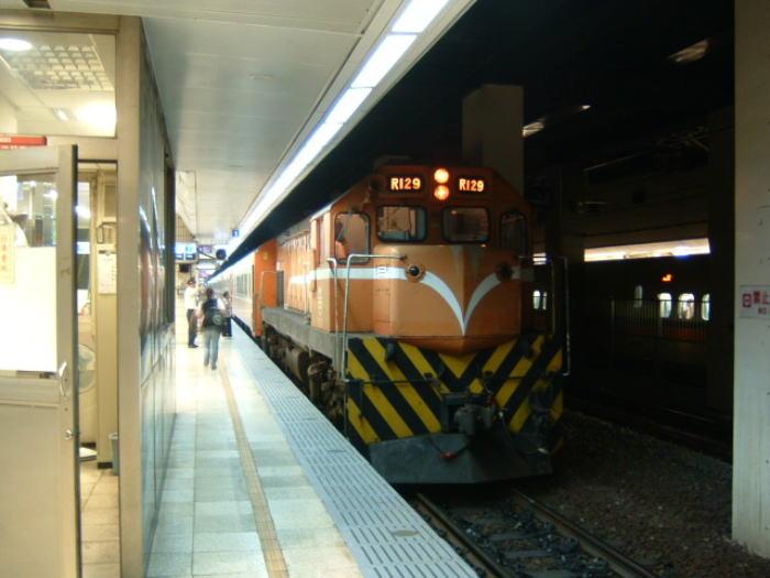 語学力不要 個人でも簡単!列車とバスで台北から九分へ行く