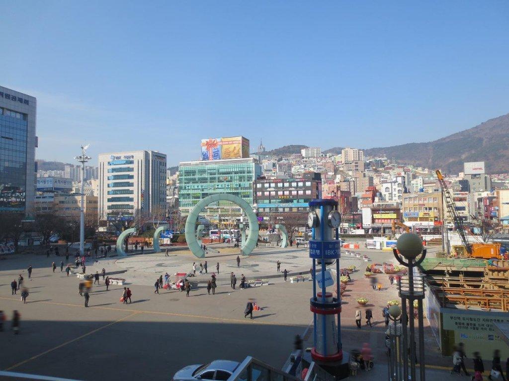 韓国旅行 (釜山駅の様子)