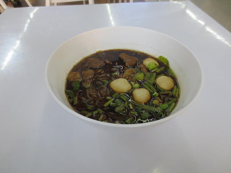旅行前にタイ料理を食べる